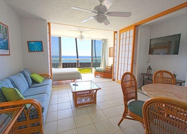 Comfortable living area  - KMS109 Groundfloor, Direct Oceanfront, Wifi, Kona Magic Sands - Kailua-Kona - rentals
