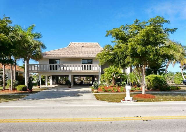 Florida-style home w/ heated pool & mesmerizing water views - Image 1 - Marco Island - rentals