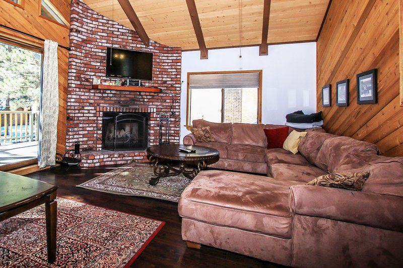 Alpine Summit~Clean Chalet Style Family Cabin~Walk To Ski Lifts~Fully Furnished~ - Image 1 - Big Bear Lake - rentals