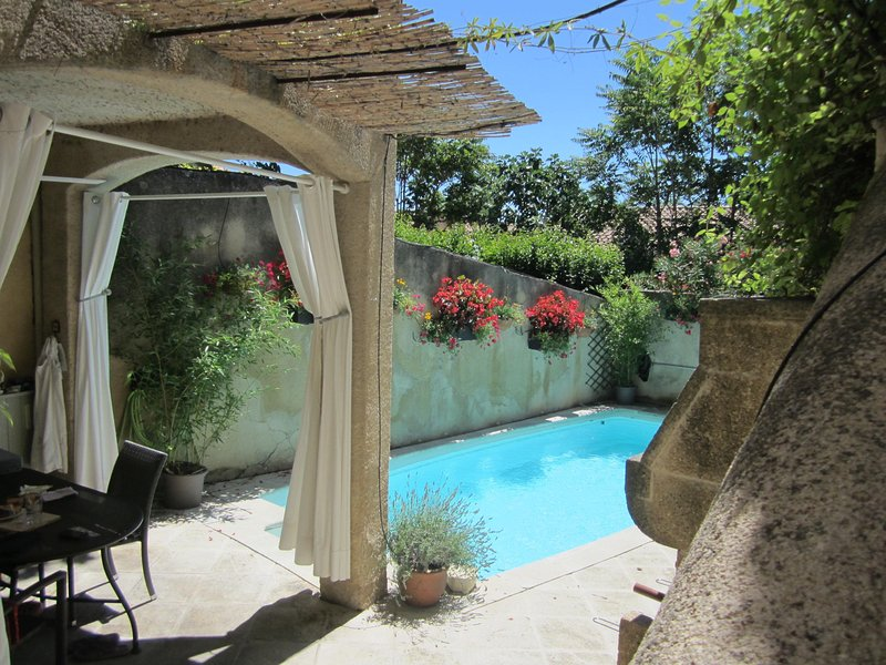 Charming 3 Bedroom Village House with Pool and AC in the Luberon - Image 1 - Merindol - rentals