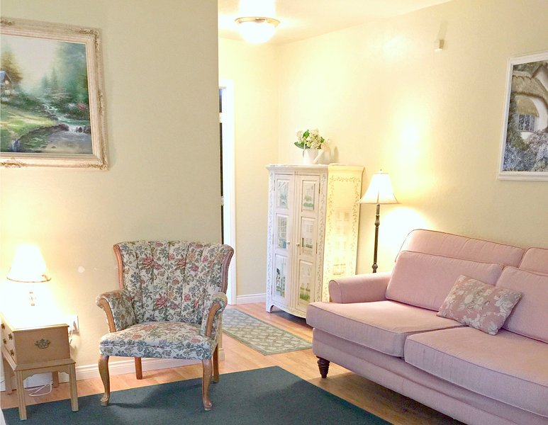 Cottage Window-Darling Cottage Style Apt. just Steps from the Sand - Image 1 - Oceanside - rentals