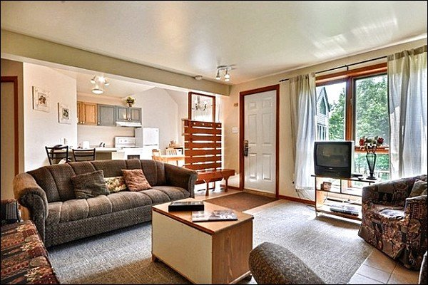 A Bright and Welcoming Property - Cozy Furnishings and Decor - Located Directly in the Heart of all Activities (6034) - Mont Tremblant - rentals