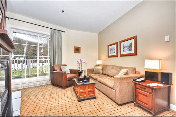 Beautiful Living Area with Fireplace - Located on Beautiful Water Front - Free Shuttle to Village (6033) - Mont Tremblant - rentals