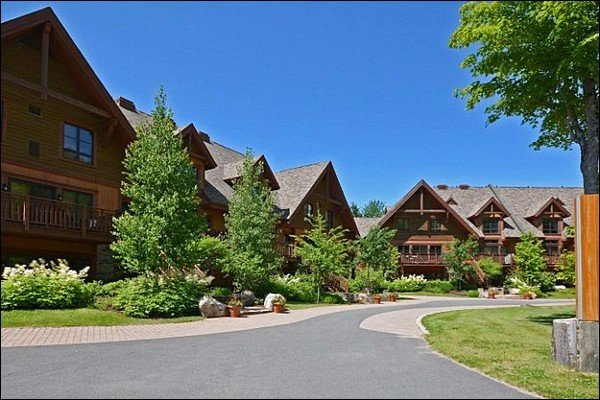 Lovely Complex Exterior in the Summer - Lovely Views of Forest and Mountain - Heated Floors in the Bathroom and Kitchen (6047) - Mont Tremblant - rentals