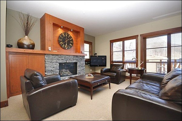 The Cozy Living Area Features a Gas Fireplace and Lovely Furnishings and Decor - Cozy Furnishings and Decor - Common Area Outdoor Hot Tub (6051) - Mont Tremblant - rentals