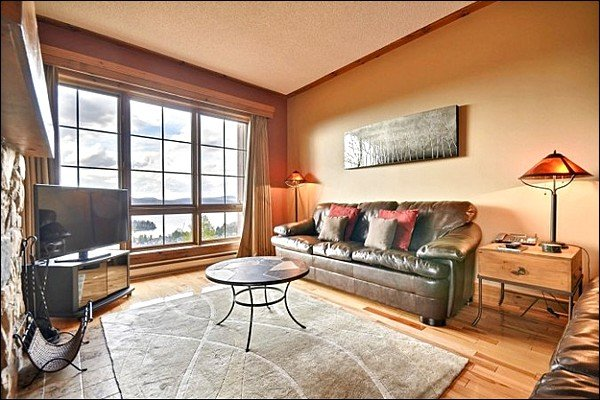 Stunning Living Room with TV and Fireplace - Great for a Large Group or Family - Spacious Balcony with Plenty of Seating (6075) - Mont Tremblant - rentals