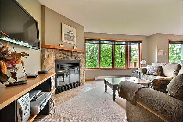 Stunning Living Area with Stone Fireplace - Just a Short Walk to the Free Shuttle - Private Balcony with Summer BBQ (6114) - Mont Tremblant - rentals