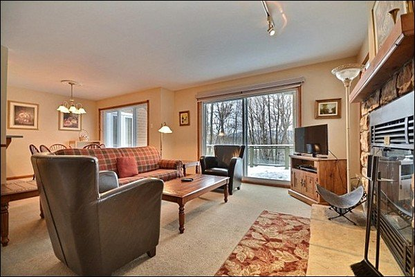 The Living Area is Cozy and Welcoming - Just a Short Walk to all Activities - Ski Lockers at your Doorstep (6086) - Mont Tremblant - rentals