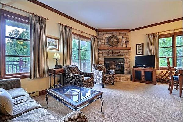 Living Room is Beautifully Decorated - Walk to Village Shops & Restaurants - Heated Floors in the Bathroom & Kitchen (6095) - Mont Tremblant - rentals
