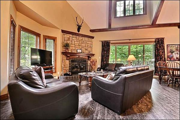 Relax in the Living Area in Front of the Stone Fireplace - Cozy Furnishings and Decor - Common Area Golf Putting Green (6122) - Mont Tremblant - rentals