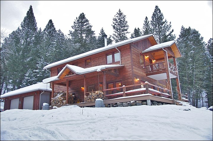 Exterior View of this large, secluded home overlooking the Gallatin River. - Perfect Base For Fishing or Hunting - Ski or Hike From Your Door (1047) - Big Sky - rentals
