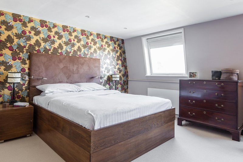 onefinestay - Bishop's Park private home - Image 1 - London - rentals