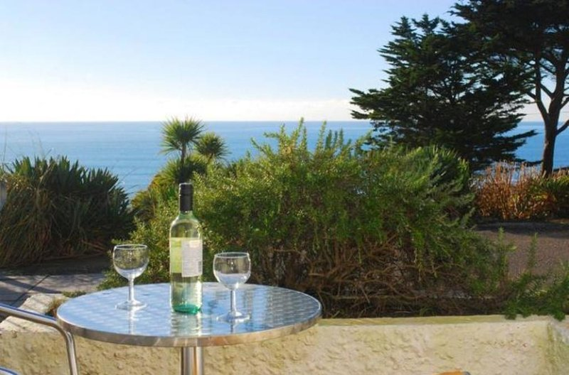 17 Mount Brioni located in Seaton, Cornwall - Image 1 - Looe - rentals