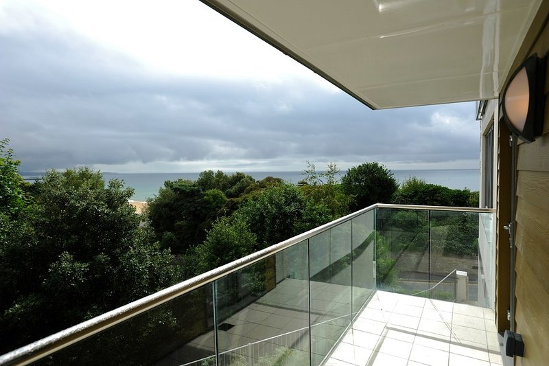 20a Studland Dene located in Bournemouth, Dorset - Image 1 - Bournemouth - rentals