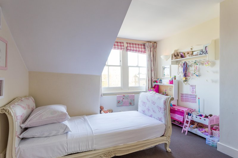 onefinestay - Elms Road II private home - Image 1 - London - rentals
