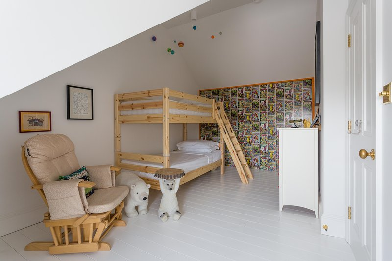 onefinestay - Kingswood Avenue III private home - Image 1 - London - rentals