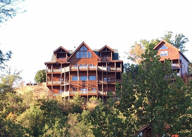 Cabin - Large Group Cabin, Sleeps 52, In Cabin Pool, Theater Room W/ Stadium Seats - Sevierville - rentals