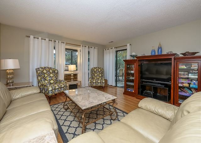 Living Area - 306 Tennismaster. 3 Bedroom Shipyard townhouse- 5 minutes to the beach - Hilton Head - rentals