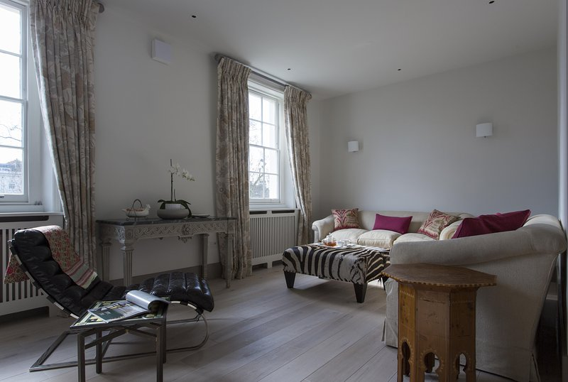 onefinestay - Warwick Square VIII private home - Image 1 - London - rentals