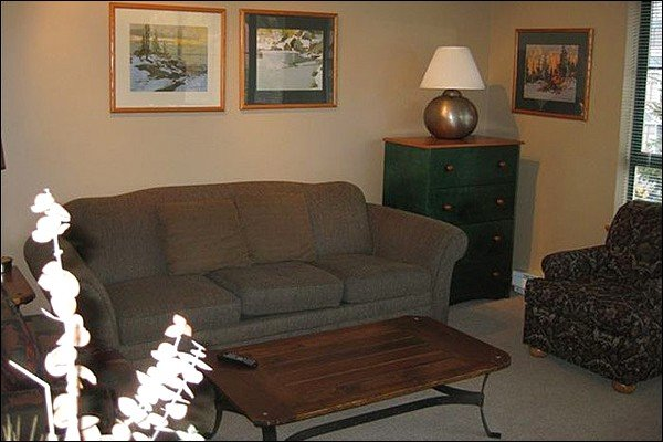 Cozy Living Area - Just a Short Walk to the Lifts - Private Parking (4031) - Whistler - rentals