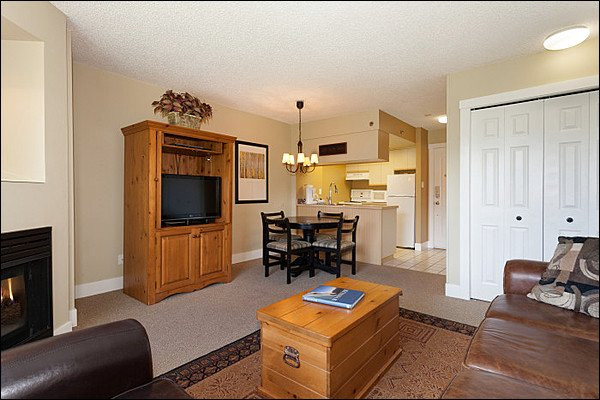 Open Concept With Lots of Charm - Shared Indoor Hot Tub - Located on the Shuttle Route (4036) - Whistler - rentals