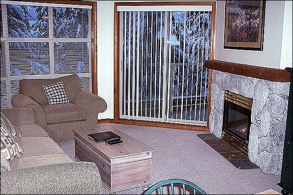 Spacious Living Area with Gas Fireplace & Private Balcony Access - Highly Desirable Location - Year Round On-Site Outdoor Pool & Hot Tub (4068) - Whistler - rentals