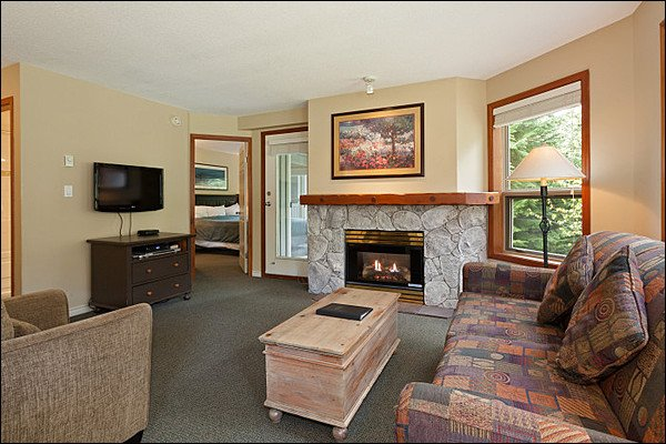 Cozy Living Room with Flat Screen TV & Gas Fireplace - Highly Desirable Location  - Year Round On-Site Outdoor Pool & Hot Tub (4074) - Whistler - rentals