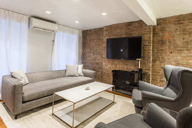 1 bedroom with Yard Space in Midtown East sleeps 6 - Image 1 - New York City - rentals
