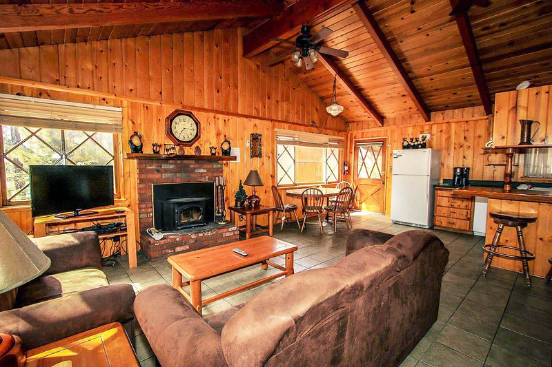 Fun Time Retreat~Fully Furnished With Charming Decor~Great Location~Pet Friendly - Image 1 - Big Bear Lake - rentals