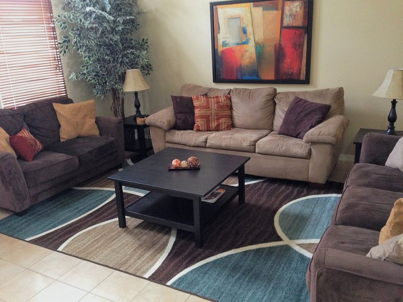 "Spacious family room with 48"" HD Smart TV with HD cable - Disney Quiet, Spacious / Salt Water Pool & Spa - Davenport - rentals"