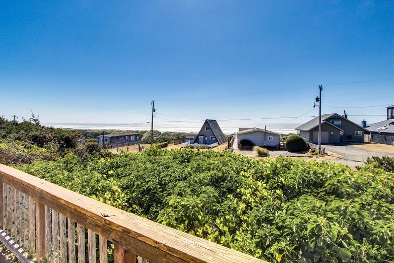 Unique cottage boasts oceanfront location & private balcony - Image 1 - Florence - rentals
