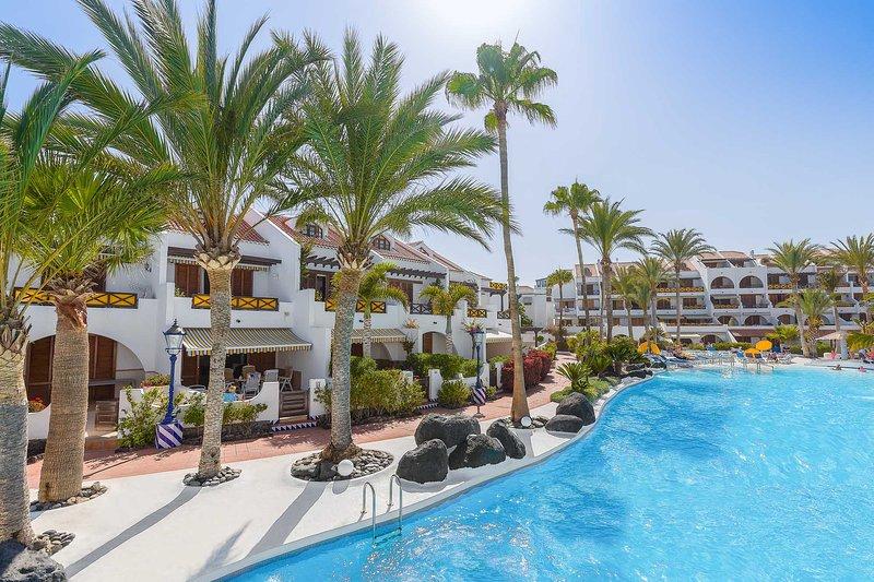 Villa 15 Parque Santiago 3 Luxury Poolside 3 Bed Villa in Parque Santiago III - Image 1 - Playa de las Americas - rentals