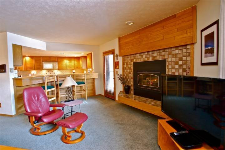 Roomy Living Area With Gas Fireplace - New Snow/Low Price! NEAR LIFTS Great Views of Slopes/Snake River. HOT TUB - Keystone - rentals