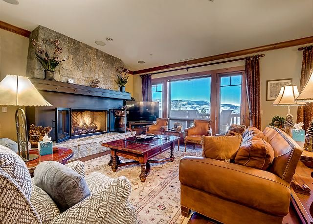 Spacious Living Room - Incredible 4BR Platinum Rated Ski In/Ski Out Hummingbird Lodge Residence - Avon - rentals