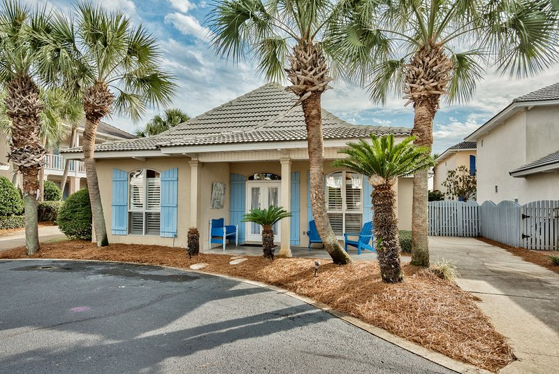 Selah by the Sea Destin cottage-Walk to the Beach - Image 1 - Destin - rentals