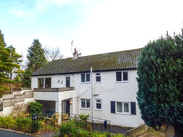 TREETOPS, ground floor apartment near shops, pubs, restaurants and beach in - Image 1 - Rhos-on-Sea - rentals
