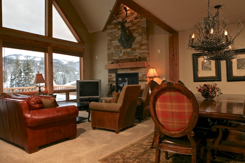 Lovely mountain townhome just 1/3 mile from Winter Park Resort. - Lakota Antlers 200 - Winter Park - rentals