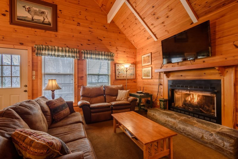 5BR Mountain Chalet with 2 King Suites, Hot Tub, Close to Beech Mountain Ski - Image 1 - Beech Mountain - rentals