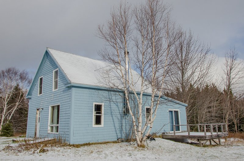 The Breton Cove Farmhouse with the deck - Cape Breton Farmhouse Lodging on the Cabot Trail - Birch Plain - rentals
