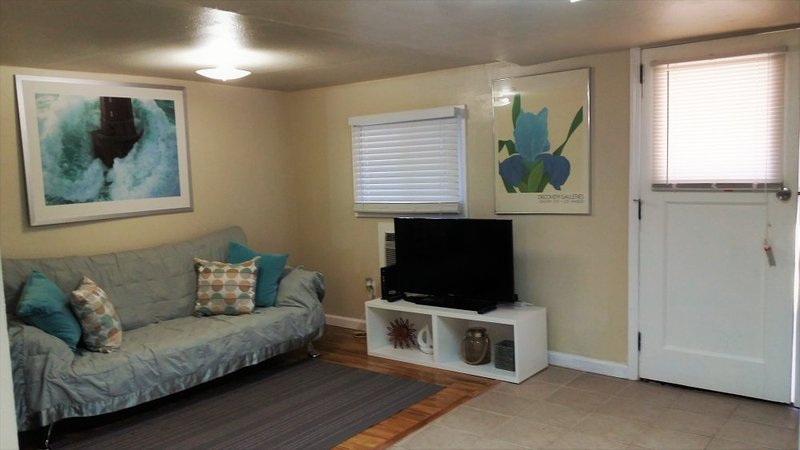FURNISHED, Cozy 1 Bedroom, 1 Bath, 425 sqft, all utilities included + cable - Image 1 - San Jose - rentals