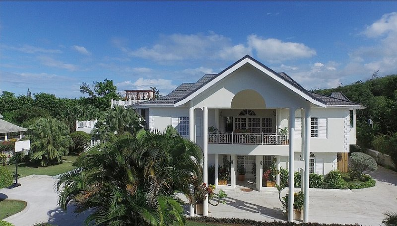 Boutique Villa Experience for Friends & Families - THIS is where you want to stay! 8BR. Ocean views. - Discovery Bay - rentals