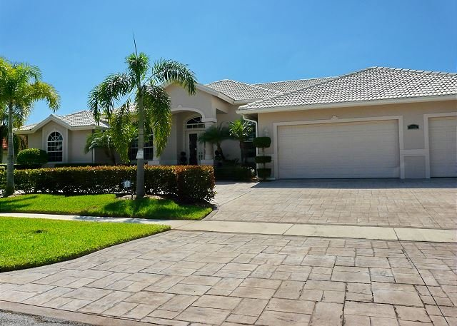 Modern waterfront house with heated pool and well-furnished lanai - Image 1 - Marco Island - rentals