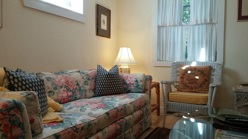 "Relax in the living room - ""Old Florida"" Garden Cottage With Shared Pool - West Palm Beach - rentals"