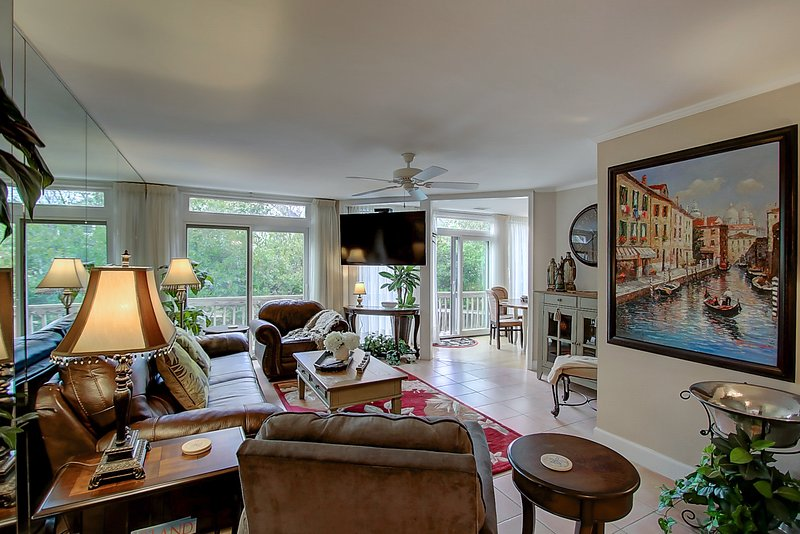 "Perfect downstairs living area with large 60"" Smart TV with cable/Netflix/Amazon - Carolina Elegance Beach House 6br/5ba - Isle of Palms - rentals"