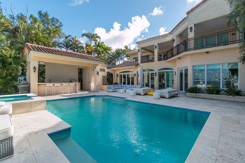 Stunning bay view Villa Tuscany - Image 1 - Miami Beach - rentals