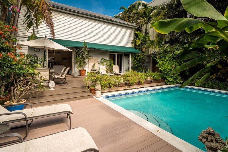 Pineapple Cottage private oasis. 1/2 Block from Duval, but far enough to enjoy a quiet retreat. - Pineapple Cottage Key West - Key West - rentals