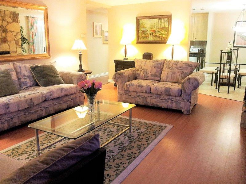 Living Room - Beautiful 3 bedroom 3 bath Condo in Upscale Santa Monica Location, Sleeps 9 - Santa Monica - rentals