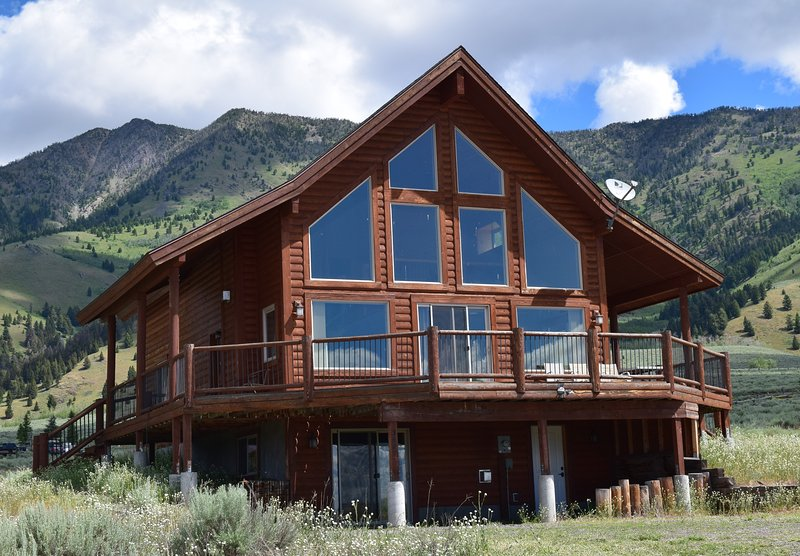 See all of our homes at. mt-cabins.co m - 5 Bedroom3 BA Minutes to Yellowstone Park/Also See listing#3319032for open dates - West Yellowstone - rentals