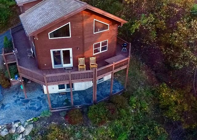 Long Range Layered Mtn Views, WiFi, Pool Table, Hiking Nearby & Pets Welcomed - Image 1 - Grassy Creek - rentals