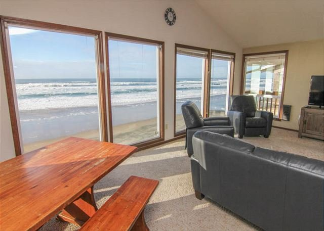Huge Vaulted Great Room, Private Beach Access, Oceanfront, Two Fireplaces! - Image 1 - Lincoln City - rentals